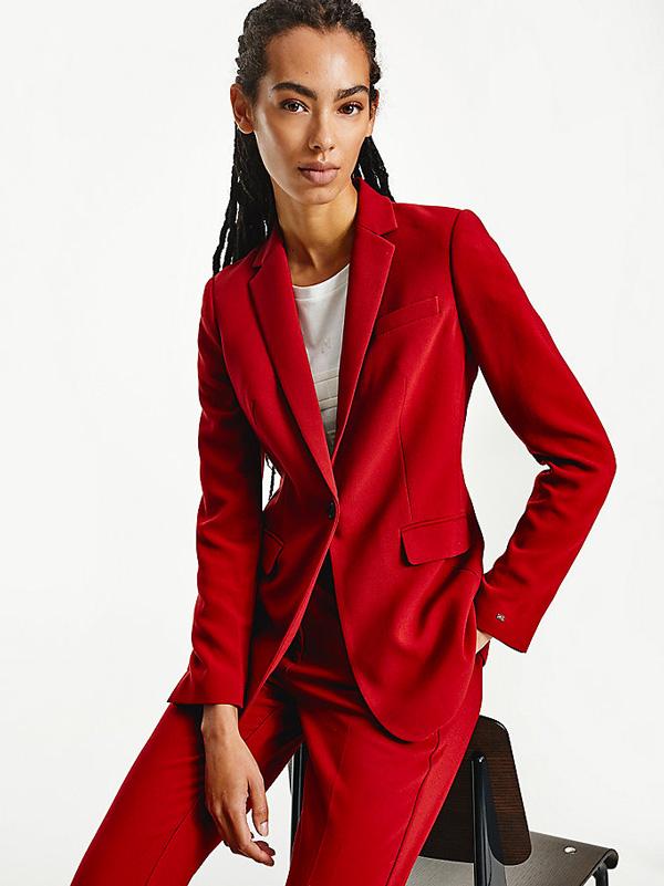 tailleur-rouge-monochrome